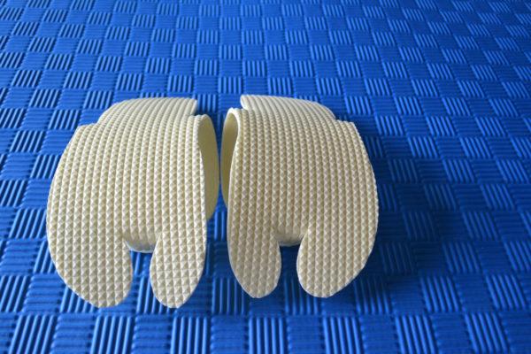 Одноразовые тапочки-вьетнамки из пенополиэтилена с тиснением, подошва-4мм.