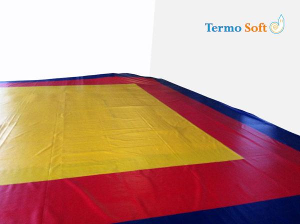 Покрытие (покрышка) ПВХ для борцовских и гимнастических матов в спортзалах.